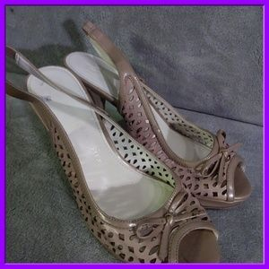 Anne Klein size 8 ladies heels